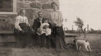 Members of the Smith's family on their farm on Riverside (Source : Walker Family)
