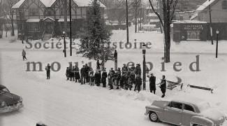 Christmas Tree, at the corner of Victoria and Elm around 1950 - Photograph : Andrew Little